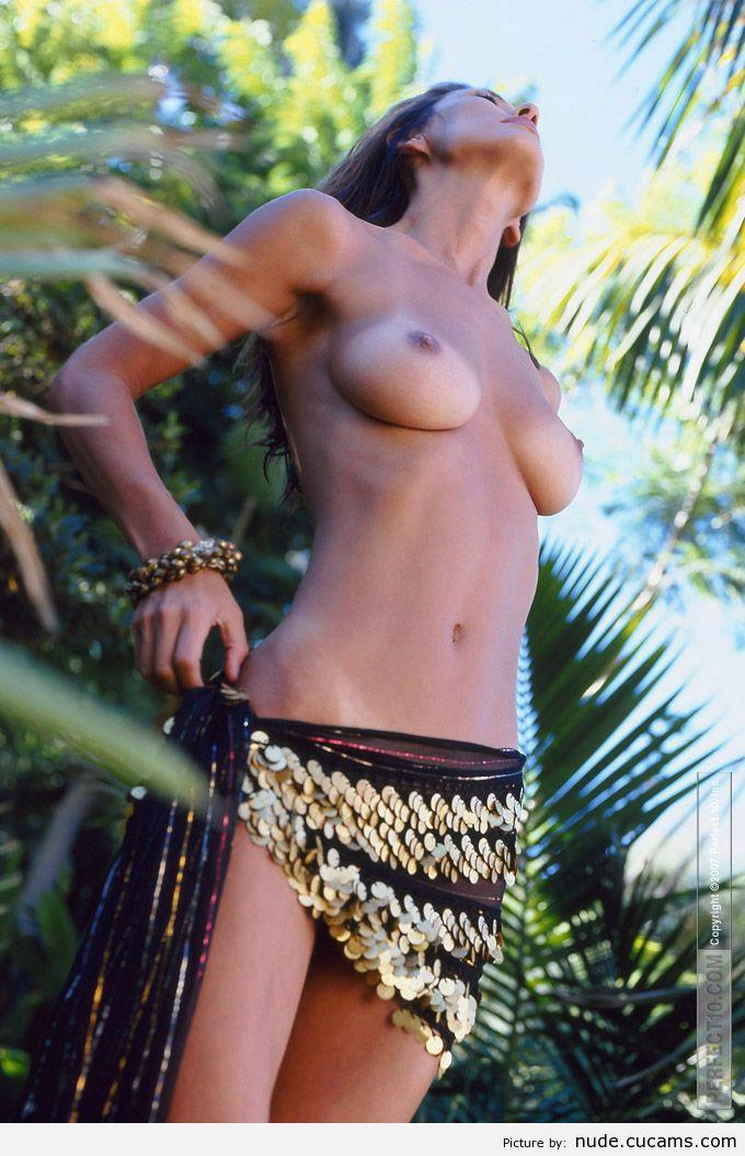 Nude Mirror College by nude.cucams.com
