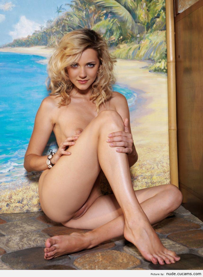 Nude Nature Backroom by nude.cucams.com