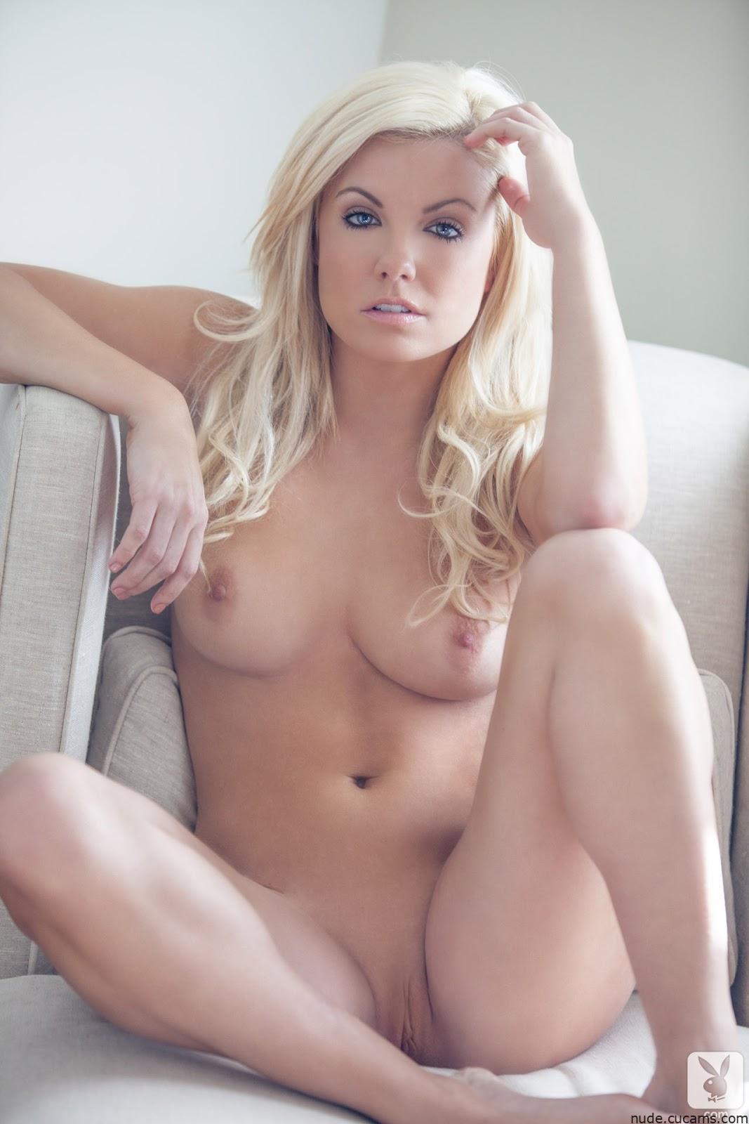 Nude MILF Posing by nude.cucams.com